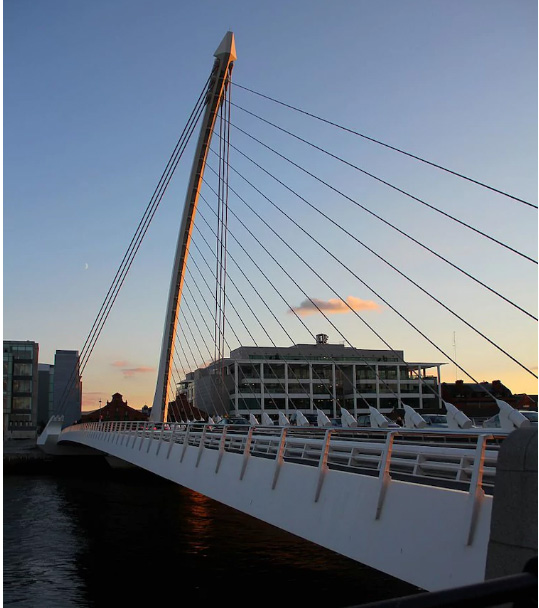 поворотный мост на реке